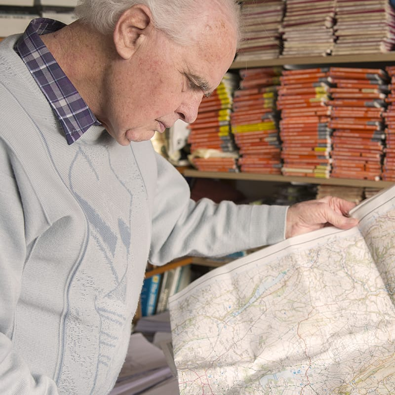 Ron Scholes studying a map